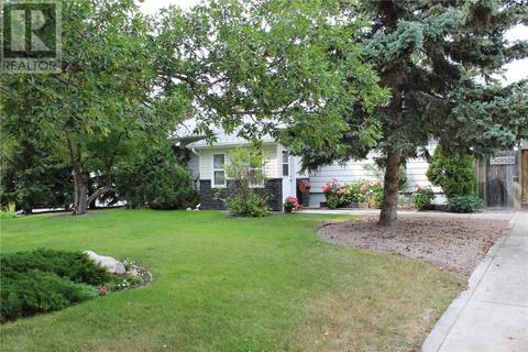 House for sale at 1621 Warren Ave Weyburn Saskatchewan - MLS: SK800295