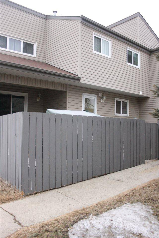 Townhouse for sale at 1624 Lakewood Rd Nw Edmonton Alberta - MLS: E4193010