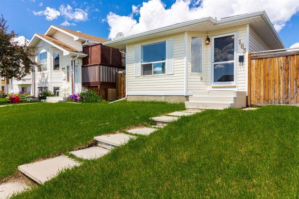 House for sale at 163 Applebrook Circ Southeast Calgary Alberta - MLS: A1009283