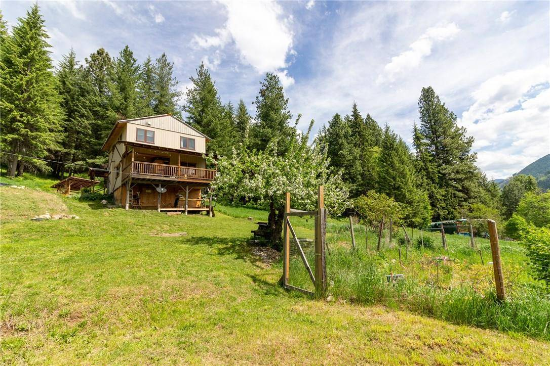 House for sale at 16335 Cedar Rd Crawford Bay British Columbia - MLS: 2436719