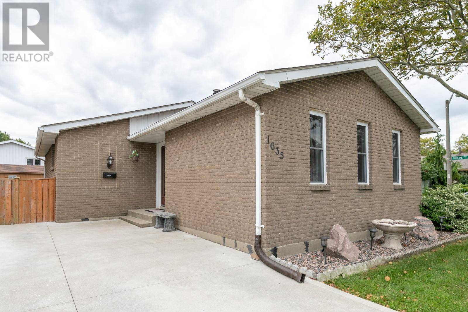 House for sale at 1635 Hallmark  Windsor Ontario - MLS: 19026146