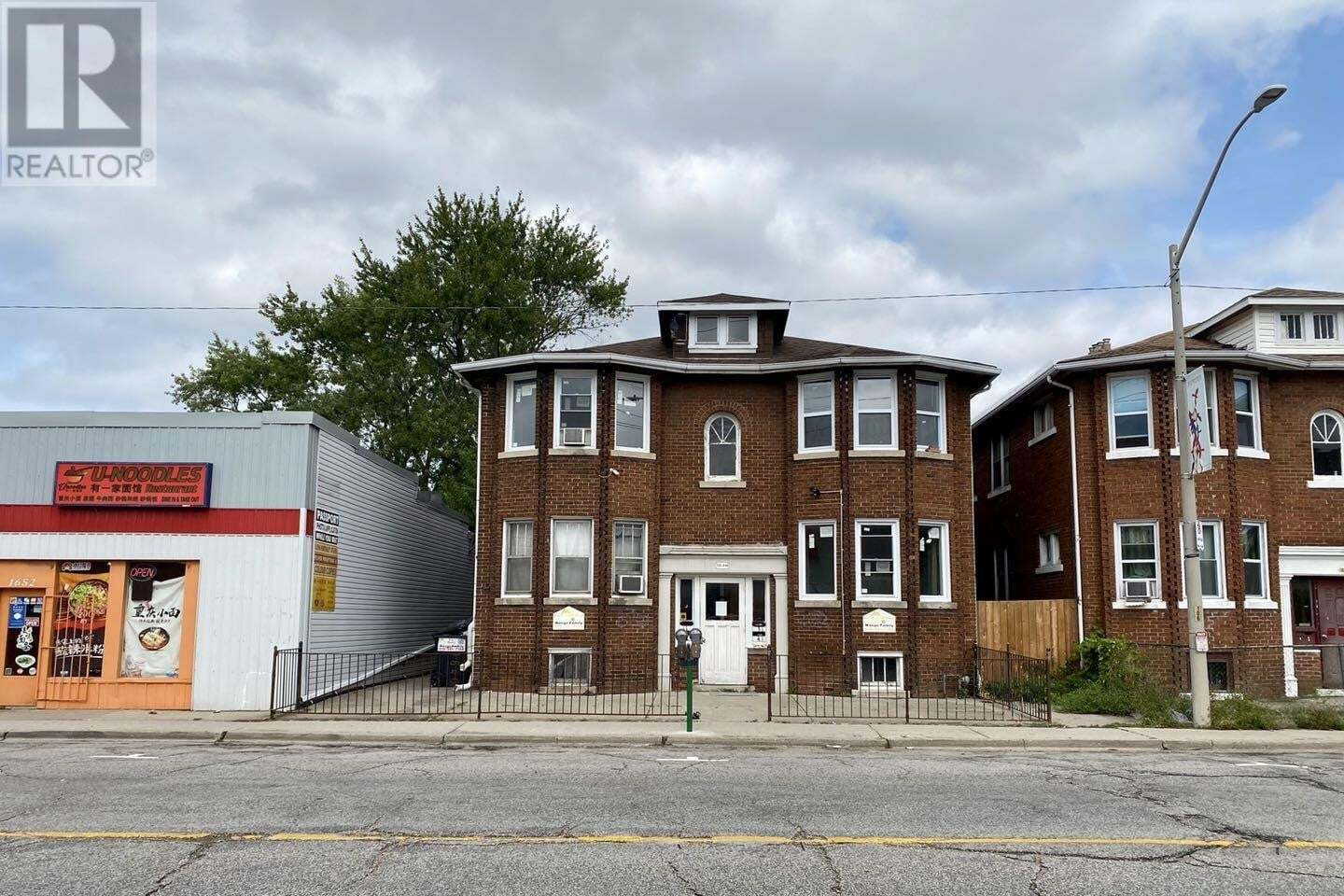 Townhouse for sale at 1640 Wyandotte St Windsor Ontario - MLS: 20011881