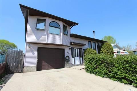 House for sale at 1644 Muir Dr Prince Albert Saskatchewan - MLS: SK800648