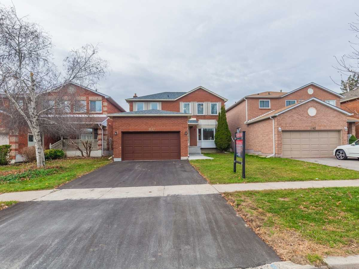 For Sale: 1647 Baggins Street, Pickering, ON | 3 Bed, 4 Bath House for $749000.00. See 3 photos!