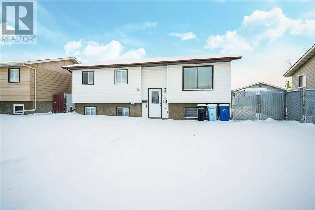 House for sale at 165 Oaks Cres Fort Mcmurray Alberta - MLS: fm0191103