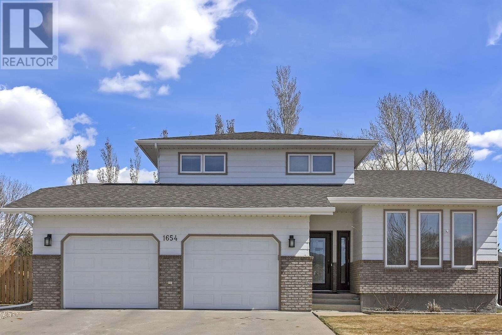 House for sale at 1654 Bingham Rd Moose Jaw Saskatchewan - MLS: SK827879