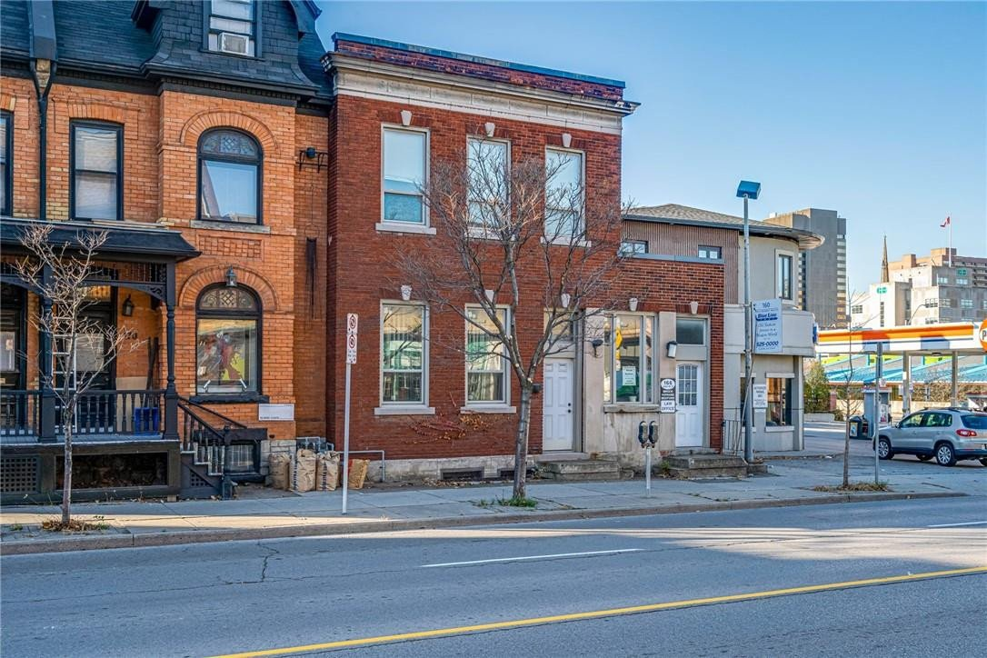 Townhouse for sale at 166 John St S Hamilton Ontario - MLS: H4093222