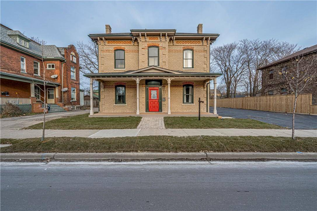 Townhouse for sale at 167 Brant Ave Brantford Ontario - MLS: H4069325