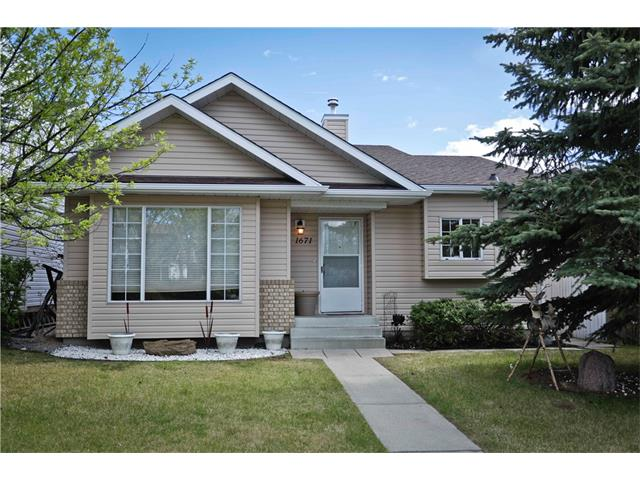 Sold: 1671 Meadowbrook Drive Southeast, Airdrie, AB