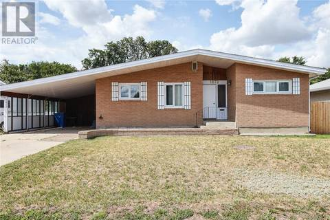 House for sale at 1672 29 St Se Medicine Hat Alberta - MLS: mh0171900