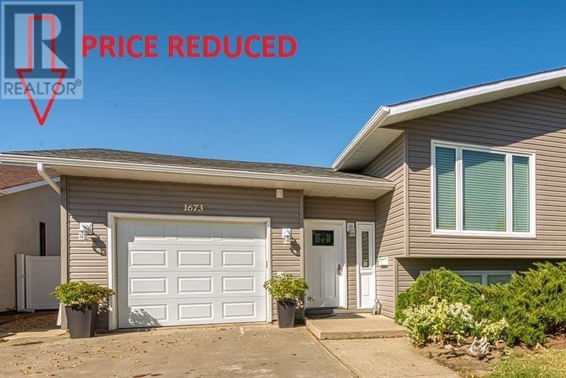 House for sale at 1673 Admiral Cres Moose Jaw Saskatchewan - MLS: SK827573