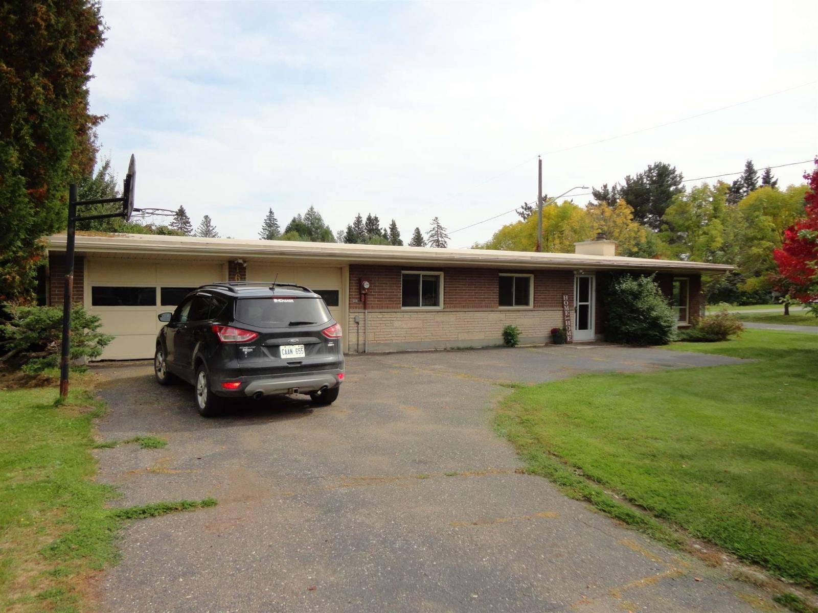 House for sale at 1690 Kerega Rd Thunder Bay Ontario - MLS: TB193130