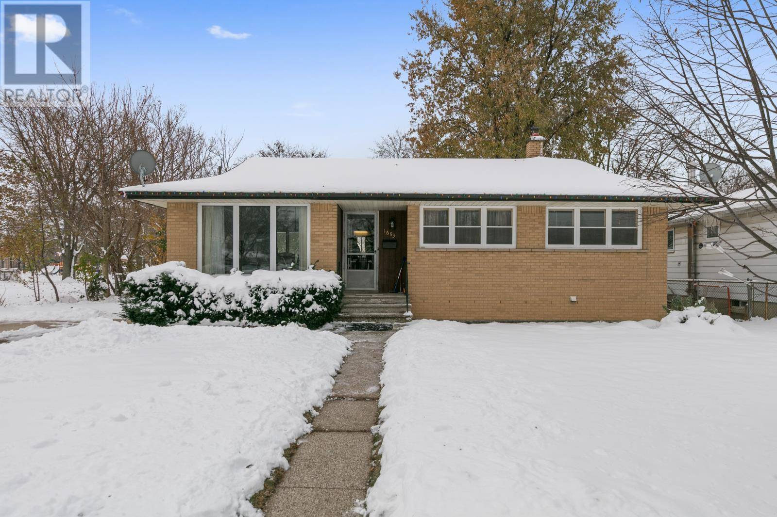 House for sale at 1693 Chappell  Windsor Ontario - MLS: 19028355