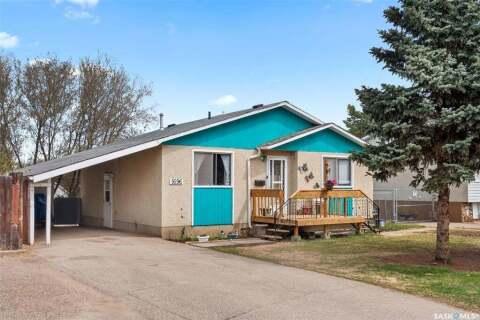 House for sale at 1696 14th St W Prince Albert Saskatchewan - MLS: SK809075
