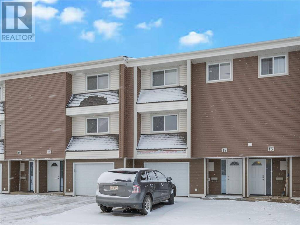 Townhouse for sale at 400 Silin Forest Rd Unit 17 Fort Mcmurray Alberta - MLS: fm0184301