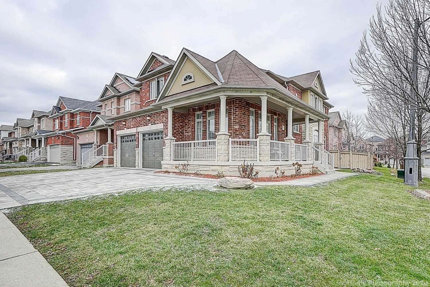 For Sale: 17 Delattaye Avenue, Aurora, ON | 4 Bed, 4 Bath House for $1199999.00. See 22 photos!