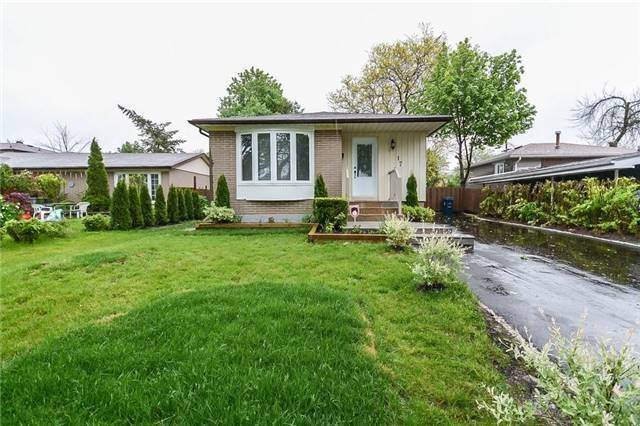 For Sale: 17 Duntroon Crescent, Toronto, ON | 3 Bed, 4 Bath House for $799,900. See 19 photos!