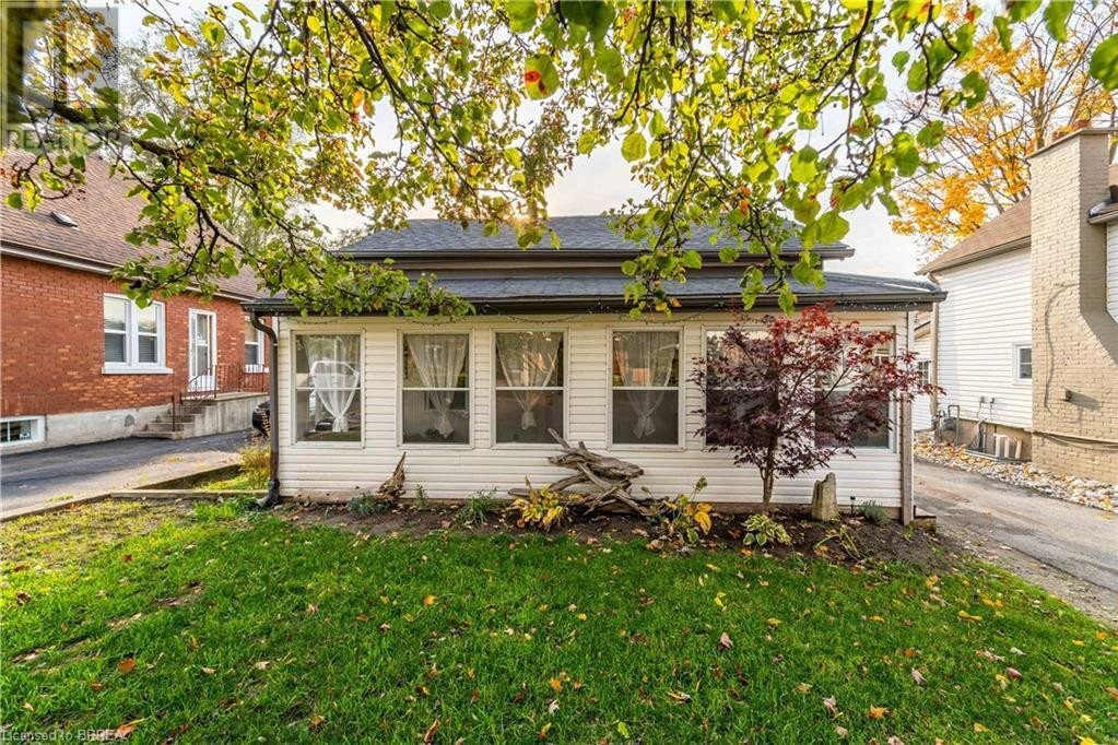 House for sale at 17 Foster St Brantford Ontario - MLS: 40033212