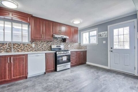Townhouse for rent at 17 Milner Rd Brampton Ontario - MLS: W4968096