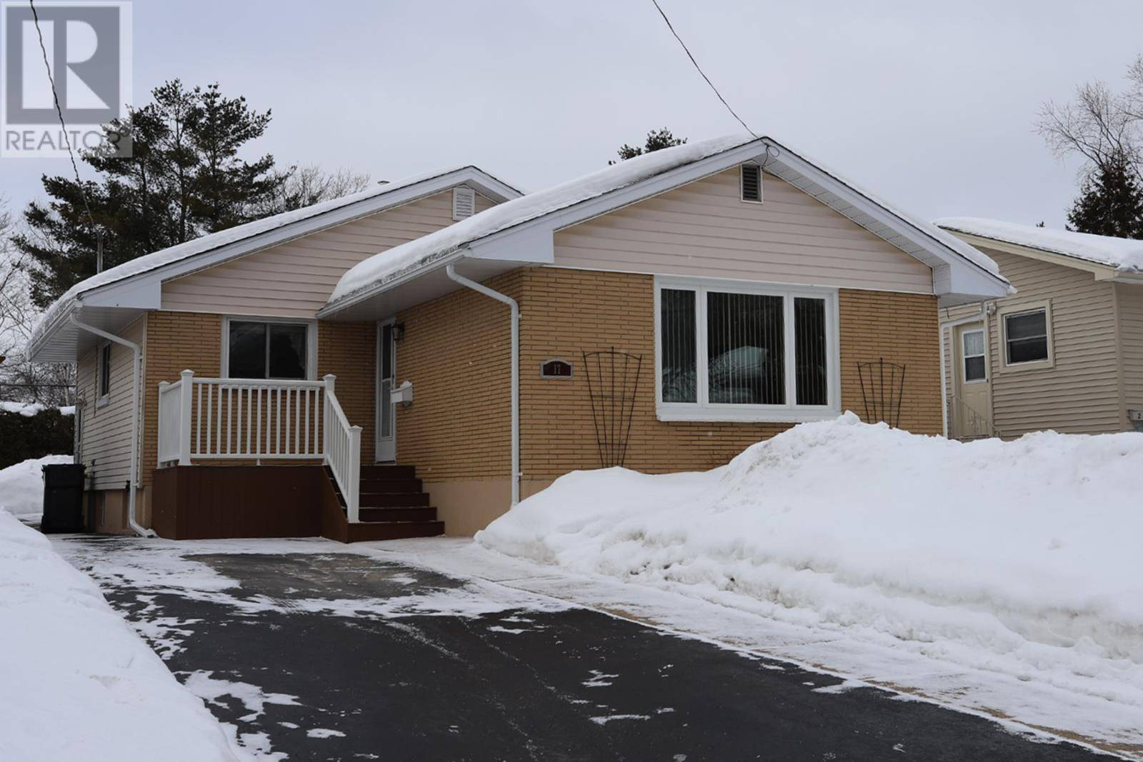 House for sale at 17 Moluch St Sault Ste. Marie Ontario - MLS: SM127885