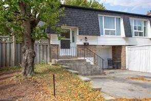 Townhouse for sale at 17 Orsett St Oakville Ontario - MLS: O4935831