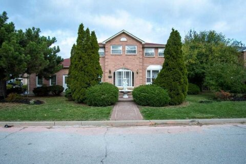 House for sale at 17 Rembrandt Cres Brampton Ontario - MLS: W4970893
