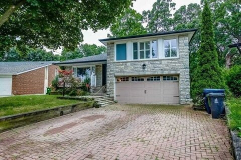 House for sale at 17 Saxony Cres Toronto Ontario - MLS: W5067830