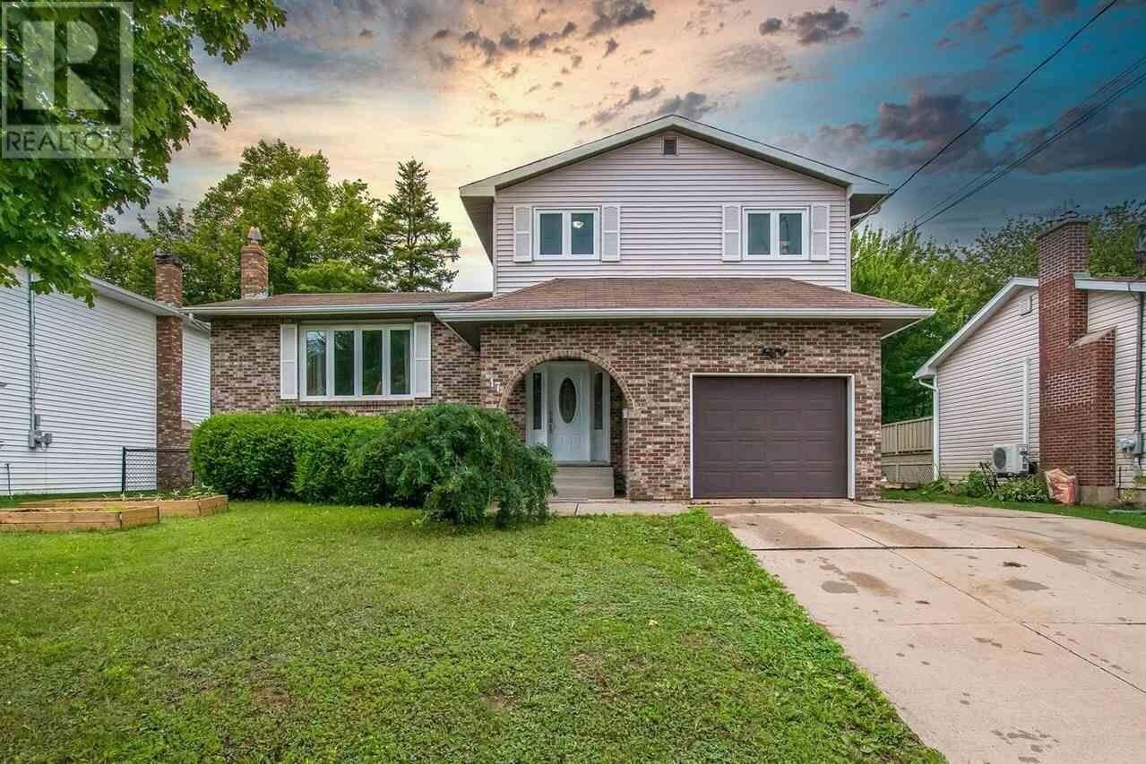 House for sale at 17 Stuart Harris Dr Dartmouth Nova Scotia - MLS: 202012544