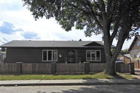 House for sale at 1701 B Ave N Saskatoon Saskatchewan - MLS: SK798307