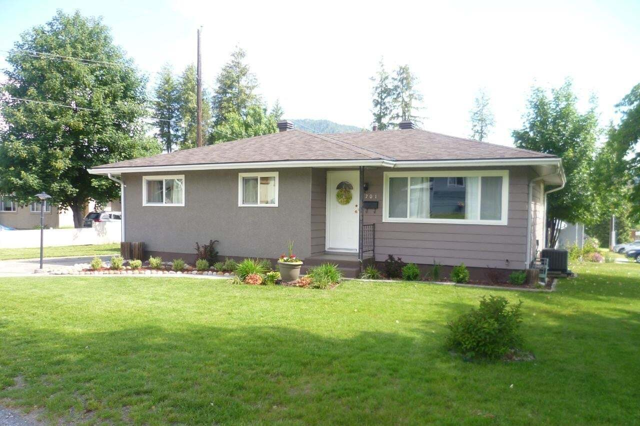 House for sale at 1701 Silverwood Crescent  Castlegar British Columbia - MLS: 2452339