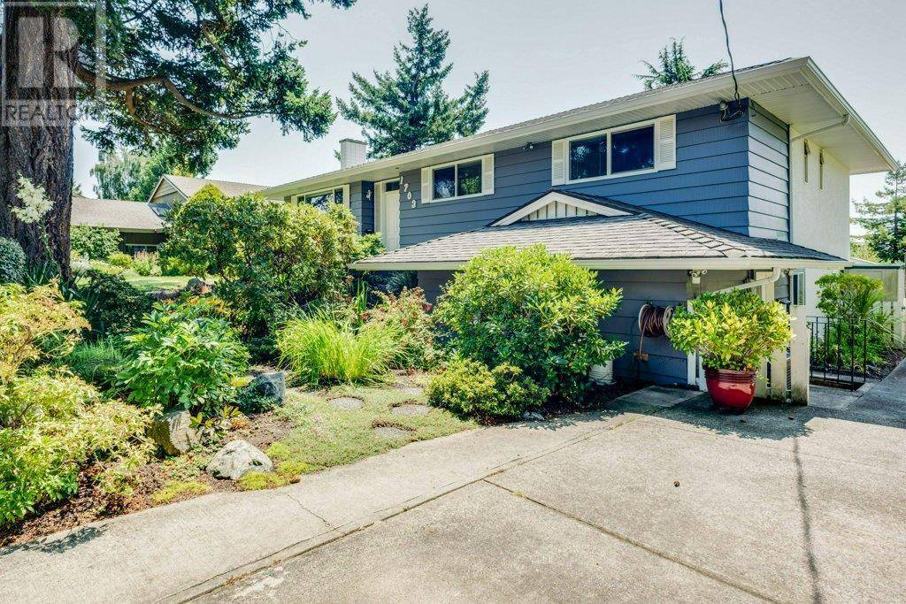 House for sale at 1703 Kenmore Rd Victoria British Columbia - MLS: 414712