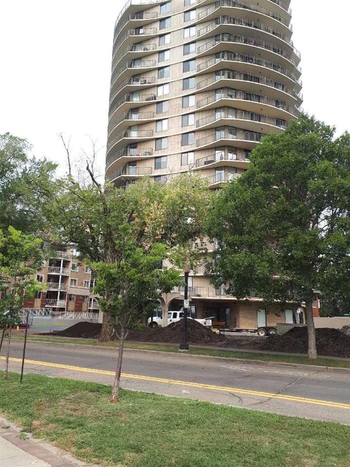 Buliding: 11710 100 Avenue, Edmonton, AB