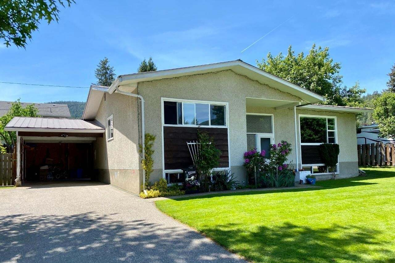 House for sale at 1704 Greenwood Drive  Castlegar British Columbia - MLS: 2452299