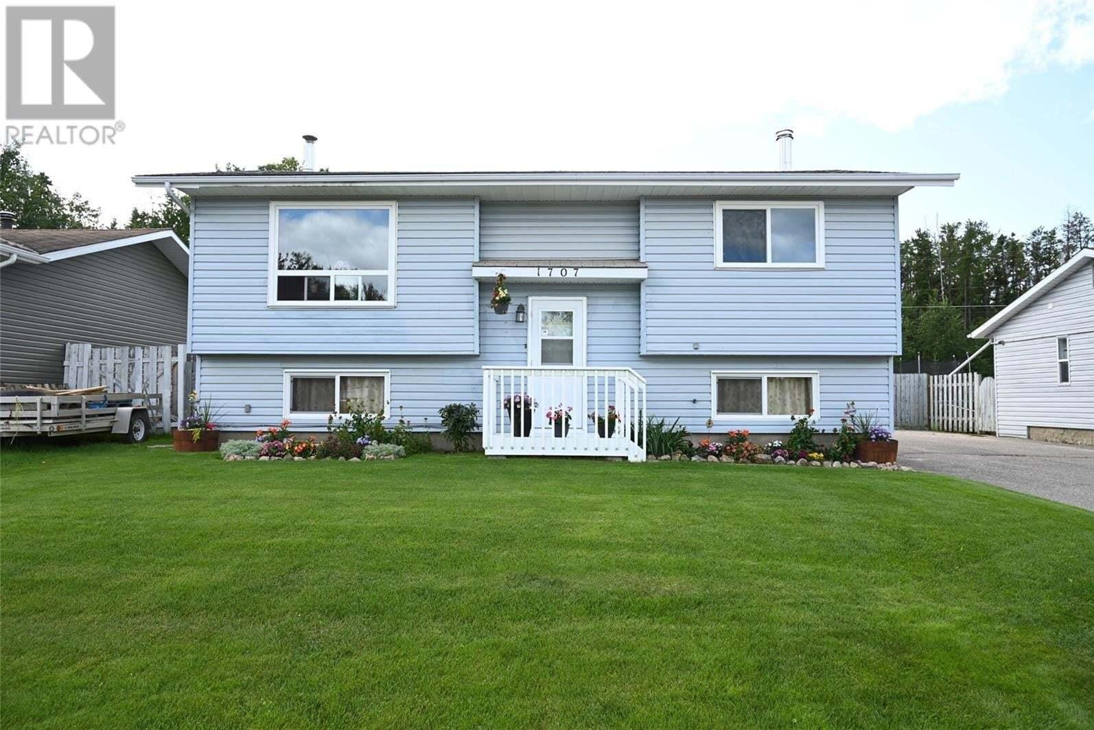House for sale at 1707 Studer St La Ronge Saskatchewan - MLS: SK812711