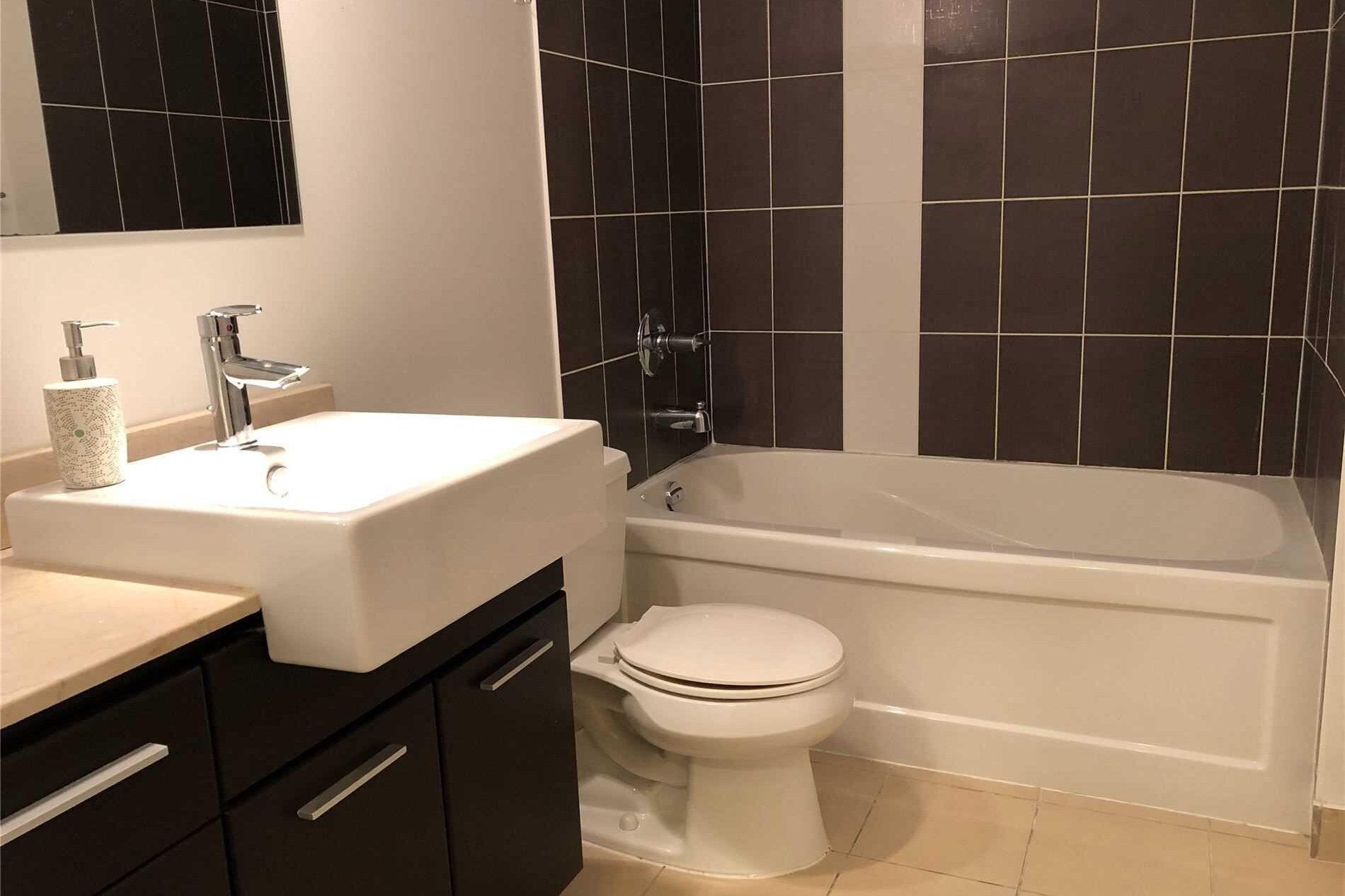 Apartment for rent at 770 Bay St Unit 1709 Toronto Ontario - MLS: C5000275