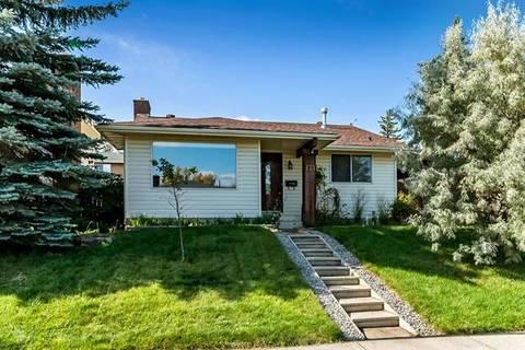 House for sale at 171 Woodside Circ Southwest Calgary Alberta - MLS: C4269656