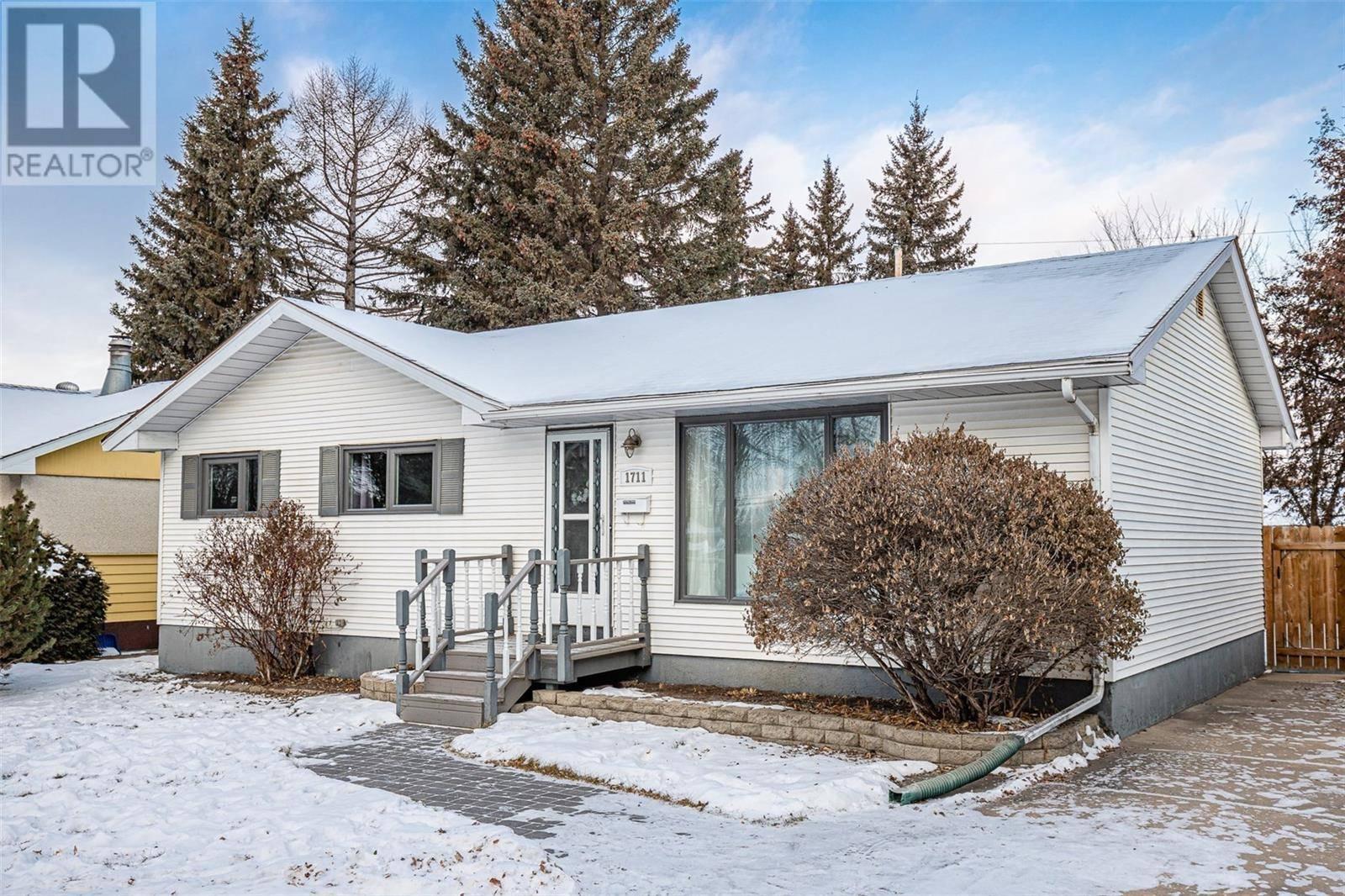 House for sale at 1711 Wilson Cres Saskatoon Saskatchewan - MLS: SK794043
