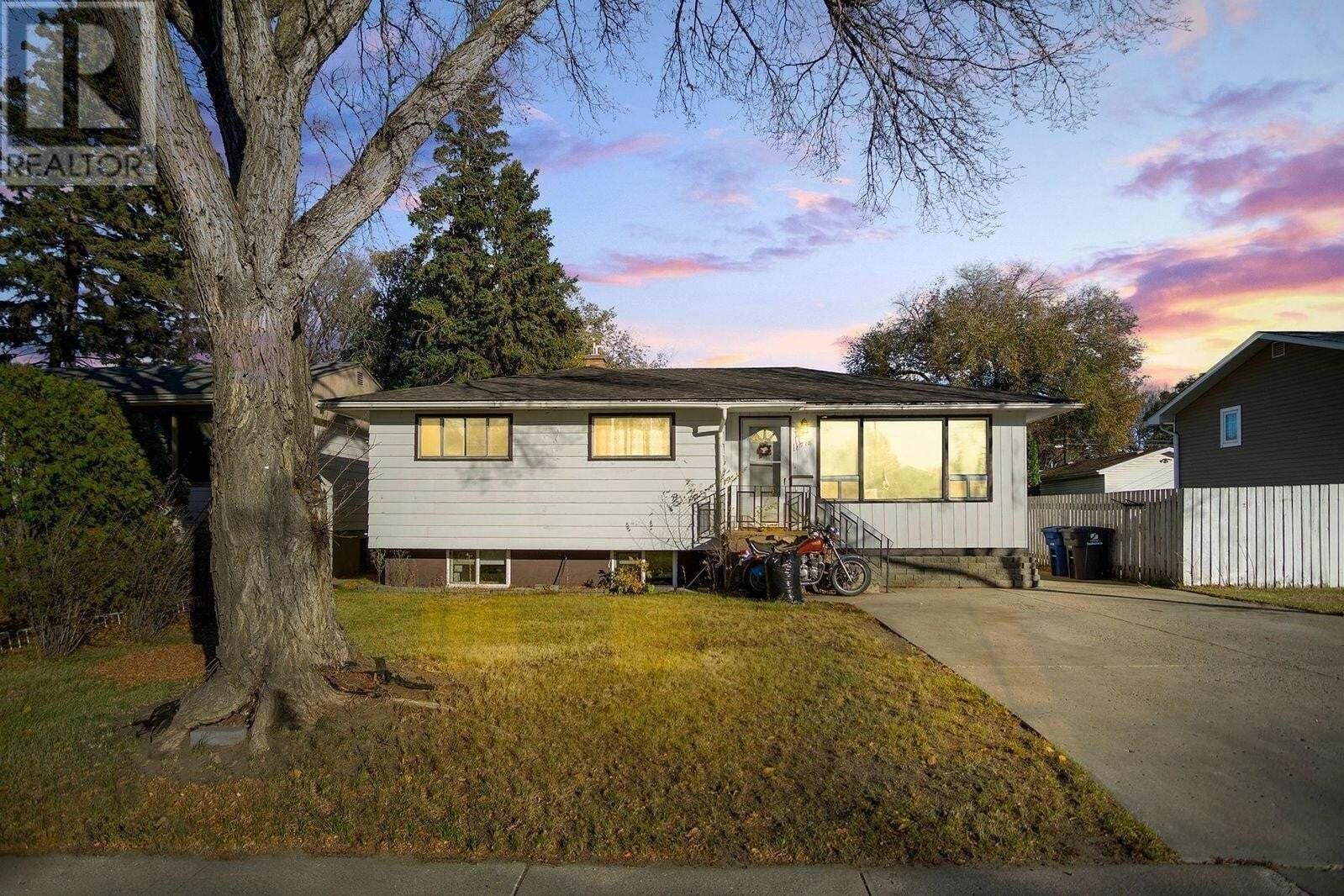 House for sale at 1718 E Ave N Saskatoon Saskatchewan - MLS: SK830640