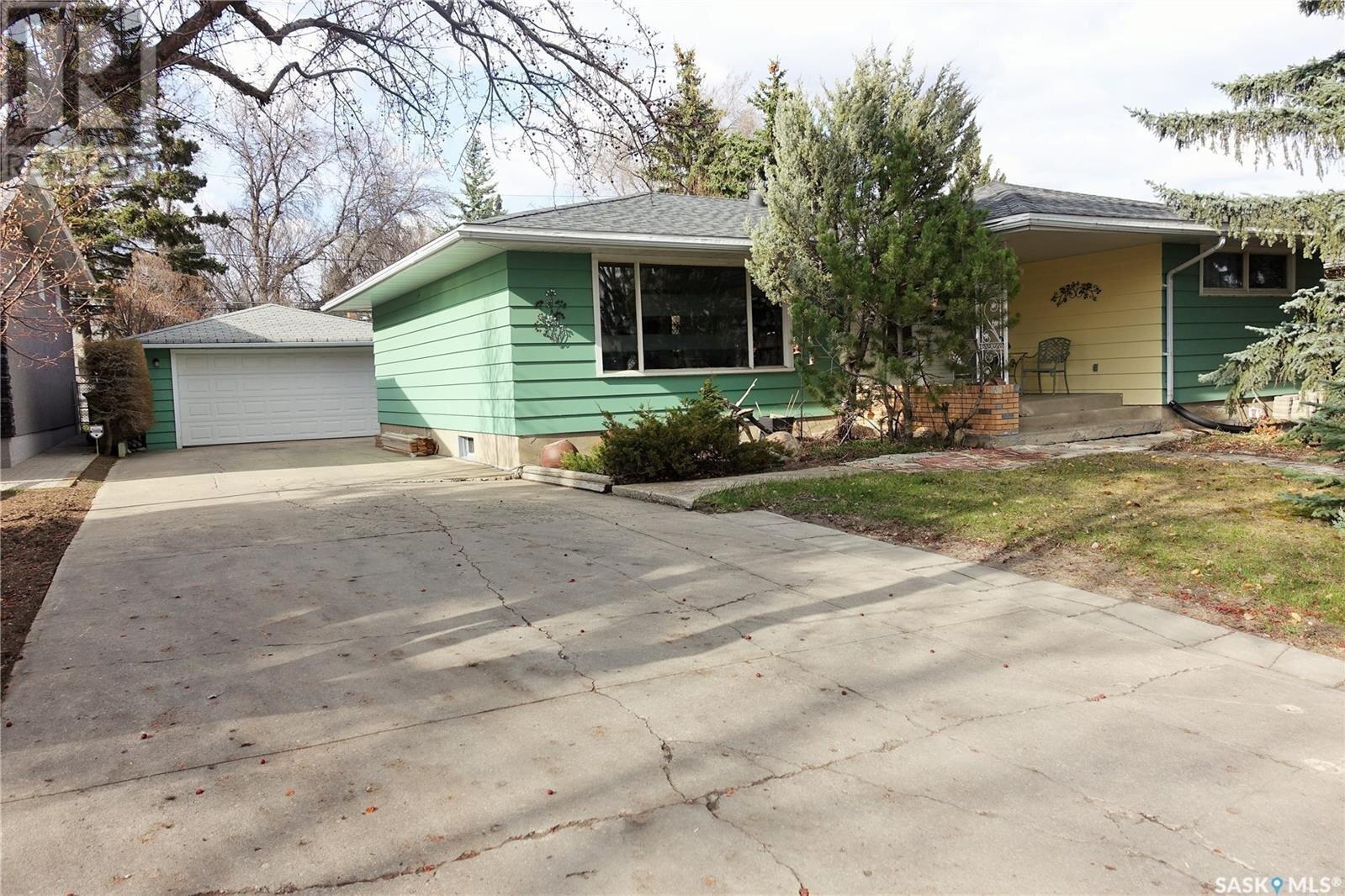 House for sale at 1718 Parker Ave Regina Saskatchewan - MLS: SK837974