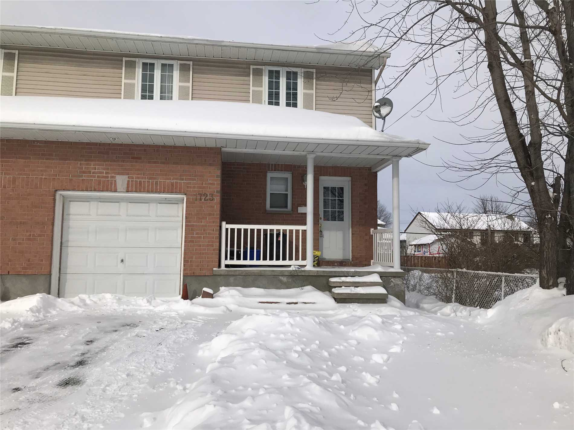 For Rent: 1723 Queensdale Avenue, Ottawa, ON | 3 Bed, 3 Bath Townhouse for $1900.00. See 15 photos!