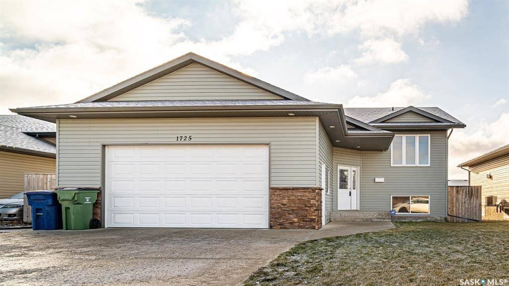 House for sale at 1725 Coteau St W Moose Jaw Saskatchewan - MLS: SK793295