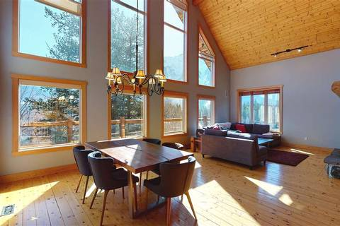 House for sale at 1729 Pinewood Dr Pemberton British Columbia - MLS: R2447185