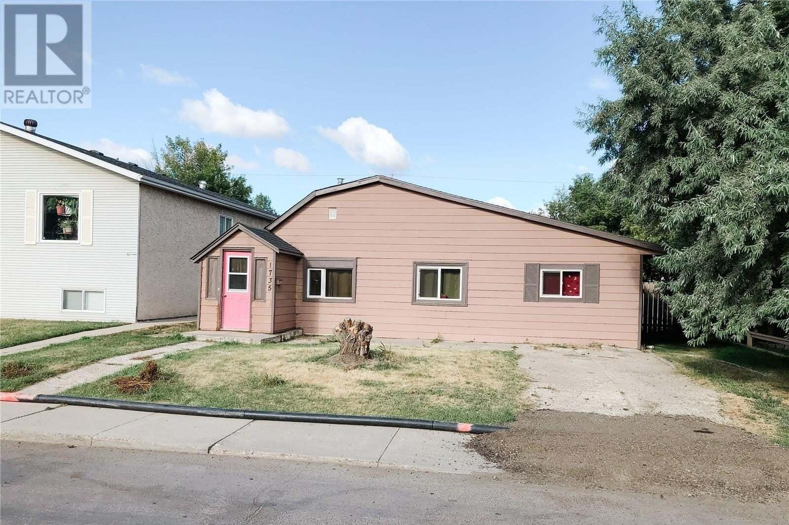 House for sale at 1735 B Ave N Saskatoon Saskatchewan - MLS: SK824458