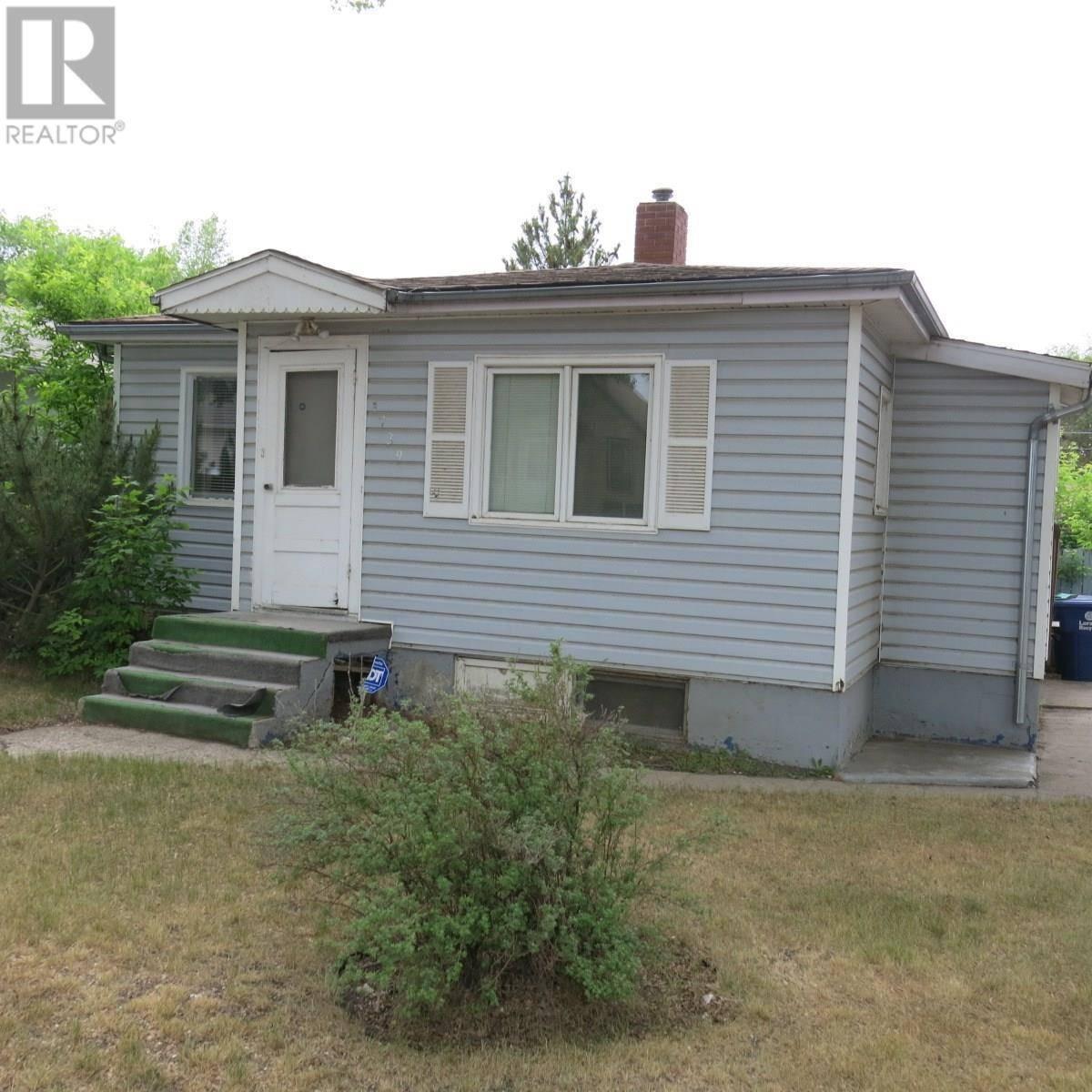 House for sale at 1739 E Ave N Saskatoon Saskatchewan - MLS: SK776829