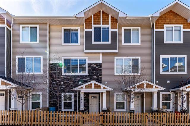 Buliding: 2802 Kings Heights Gate Southeast, Airdrie, AB