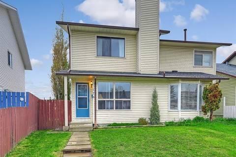 Townhouse for sale at 174 Castlebrook Ri Northeast Calgary Alberta - MLS: C4247297