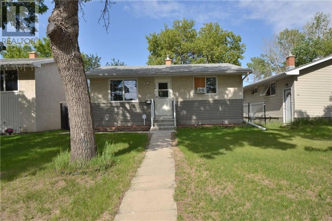 House for sale at 174 Quebec St N Regina Saskatchewan - MLS: SK764484