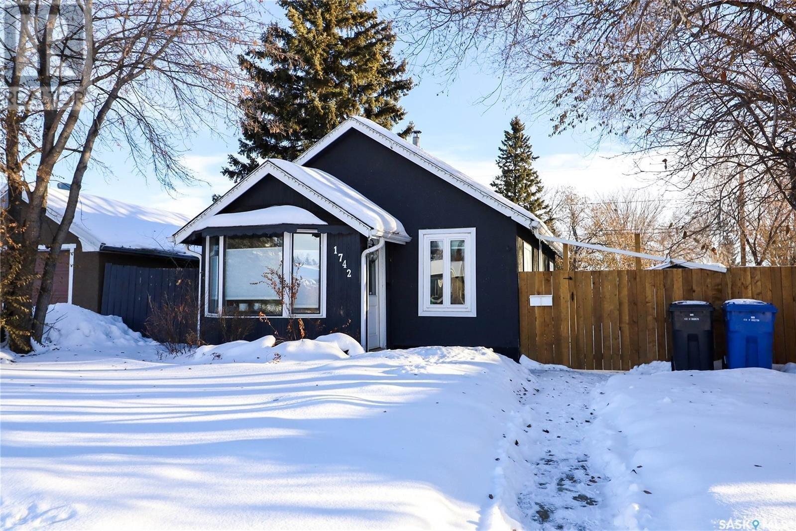 House for sale at 1742 103rd St North Battleford Saskatchewan - MLS: SK834660
