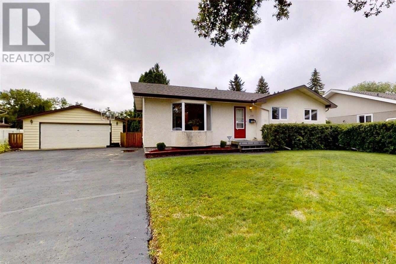 House for sale at 1750 East Hts Saskatoon Saskatchewan - MLS: SK821055