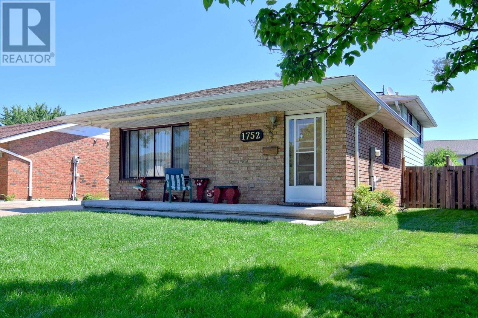 House for sale at 1752 Southdale  Windsor Ontario - MLS: 20007830